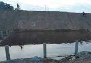 Thương tâm: Chị lao xuống hố công trình cứu em đuối nước, cả 2 tử vong