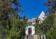 """Căn nhà được xây giữa vườn cây xanh mát được mô tả như một """"kiệt tác"""""""