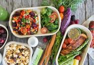 Một ngày nên ăn 3 bữa chính hay chia thành 6 bữa nhỏ mới là tốt?