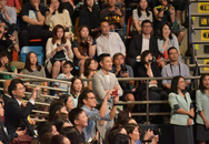 Hình ảnh Lưu Đức Hoa lặng lẽ đứng một góc nhìn con gái trong lễ tốt nghiệp mầm non khiến nhiều người xúc động