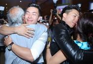 Quốc Cơ - Quốc Nghiệp khóc khi gặp lại bố mẹ, vợ con ở sân bay
