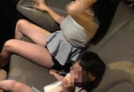 Cậu bé ngơ ngác nhìn mẹ bị đánh ghen trong ô tô: Cảnh tượng khiến bao người xót xa