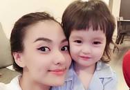 Hồng Quế: Bác sĩ dặn không khóc mà vẫn rơi nước mắt khi lần đầu thấy con, bước đi đầu tiên sau sinh là mẹ đẻ dìu đi