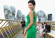 H'Hen Niê diện váy xẻ cao khoe chân dài bất tận trong sự kiện thời trang