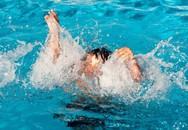 Trượt chân ngã ao nhà, 2 anh em đuối nước thương tâm