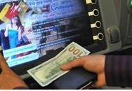 Du khách bị đâm trọng thương khi đứng rút tiền tại ATM