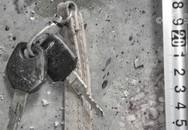 Vết máu phun trên chìa khóa chỉ điểm tội ác của người bạn thân