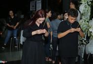 Phi Nhung, Quyền Linh đến viếng nghệ sĩ Thanh Hoàng lúc đêm muộn