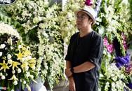 Vợ và con trai nghệ sĩ Thanh Hoàng bật khóc bên di ảnh