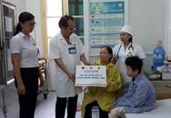 Tặng thẻ BHYT cho bệnh nhân lao