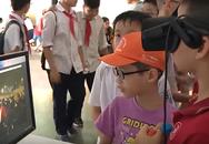 Học sinh Hà Nội khám phá văn hóa dân tộc qua kính thực tế ảo