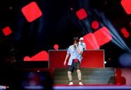 Sơn Tùng lần đầu biểu diễn 'Chạy ngay đi' remix ở phố đi bộ Hà Nội