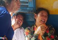 Người nhà gào khóc khi kẻ giết gia đình ông chủ xuất hiện ở tòa