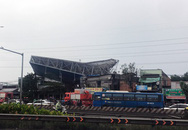 Bảng quảng cáo đè sập nhà ở Sài Gòn, một người chết