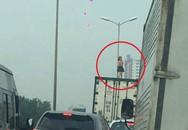 Hà Nội: Phát hiện một cô gái vô tư nhảy múa trên thùng container đang chạy tốc độ cao