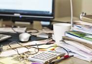 Bàn làm việc trên văn phòng của bạn bẩn gấp cả trăm lần cái bồn cầu, và đây là những thứ cần dọn ngay