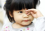 5 con giun dài ngoằng sống trong mắt bé 6 tháng, nguyên do khiến mẹ Việt giật mình