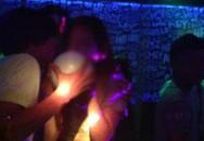 Một thiếu nữ bị hiếp dâm khi được rủ đi chơi quán bar