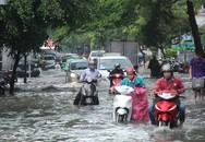 Nhiều người ngã nhào vì ngập ở Sài Gòn