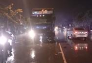 Xe máy dính chặt đầu xe tải, người đàn ông văng xuống đường tử vong