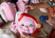 Gia đình làm mặt nạ giấy bồi cuối cùng ở phố cổ Hà Nội