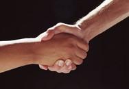 Vướng lao lý chỉ vì cái bắt tay… quá đà