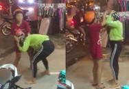 Bắt quả tang chồng chở bồ nhí đi ngoài đường, vợ bầu nhanh chóng lao đến túm tóc đánh ghen dằn mặt