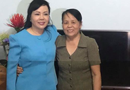 """Bộ trưởng Bộ Y tế xúc động hát """"Người con gái Sông La"""" tặng nữ anh hùng La Thị Tám"""