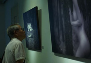 Triển lãm ảnh nude nghệ thuật đầu tiên tại Hà Nội: Đông người xem nhưng vẫn bị chê
