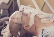 20 năm chìm trong hôn mê, đến khi tỉnh dậy, cô gái nói cho gia đình nghe một sự thật khiến y học kinh ngạc