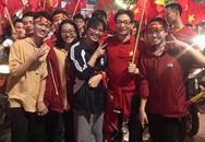 Phó thủ tướng Vũ Đức Đam xuống đường mừng chiến thắng của U23 Việt Nam