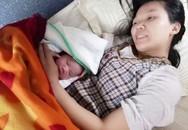 Sản phụ bất ngờ lên cơn đau đẻ, hạ sinh bé gái bụ bẫm trên chuyến tàu Bắc - Nam