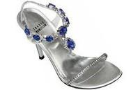 Đôi giày có gắn đá quý màu xanh tím cực hiếm có giá bằng cả căn biệt thự