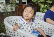 Hình ảnh mới nhất của Pàng - Em bé Mường Lát không có quần áo ngồi bệt giữa trời giá rét