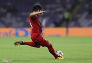Quang Hải dẫn đầu ở hai cuộc bình chọn sau vòng bảng Asian Cup