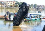 Vụ xe ô tô chở cả gia đình lao sông Hoài: Lời kể đau lòng của người chứng kiến