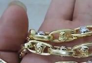 Hai học sinh nhặt được 4 lượng vàng tìm người trả lại