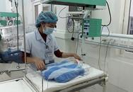 Bé sơ sinh bị bỏ rơi trở thành đứa con chung của cả bệnh viện