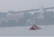 Tai nạn thương tâm: Tàu chở xi măng bị đâm gãy đôi, thuyền trưởng tử nạn