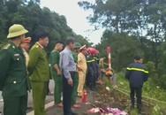 Xe chở 21 du khách lao xuống đèo Hải Vân, một người chết