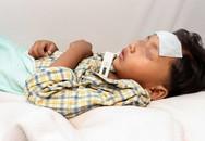 Bé trai co giật rồi bất tỉnh sau khi được ông bà nội cho uống siro ho chứa thành phần nguy hiểm phụ huynh nên đặc biệt lưu ý