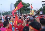 """""""Chảo lửa"""" Mỹ Đình đỏ rực trước trận Việt Nam - Malaysia"""