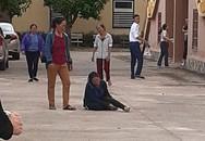 Vợ chạy theo xe trại giam, ngã quỵ trước sân toà án khi biết chồng bị tử hình vì ma tuý