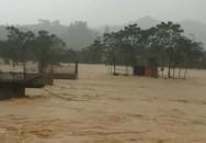 Mưa lớn gây ngập lụt, hàng ngàn học sinh vùng núi Hà Tĩnh phải nghỉ học