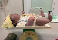 Kỳ tích ngày 20/10: Sản phụ đẻ thường được bé gái nặng 5,5kg!