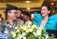 Hồ Ngọc Hà mặc đầm khoét sâu ở họp báo, ngồi ghế nóng cùng Quang Linh