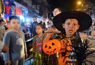 """Phố cổ Hà Nội rộn ràng vì hàng trăm """"ma nhí"""" dễ thương tối Halloween"""