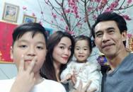 """Phú Đôn """"Hoa hồng trên ngực trái"""": Ông bố nhu nhược trên phim và cuộc sống thật êm đềm bên vợ kém 25 tuổi"""