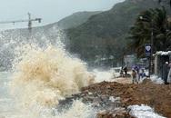 Bão số 6 đổ bộ, sóng biển cao 6m, phải điều xe bọc thép đến vùng tâm bão