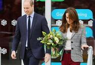 Công nương Kate vấp ngã khi rời sự kiện